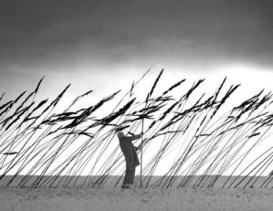 gilbert-garcin-surrealism-in-black-and-white-8